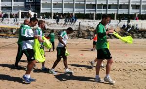 Los jugadores béticos, en la playa de Matalascañas