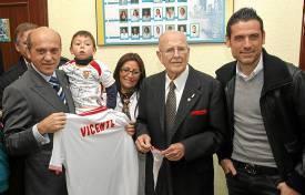 Vicente Jiménez, con Del Nido y Palop (Marcamedia).