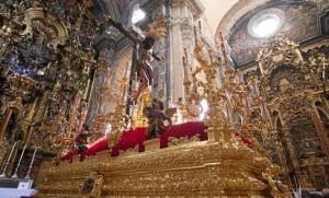 El Cristo del Amor, la última en orden de procesión, prefirió permanecer en su iglesia.