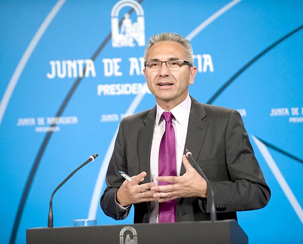 El portavoz del Gobierno andaluz, Miguel Ángel Vázquez, ayer, tras la reunión del Consejo de Gobierno.