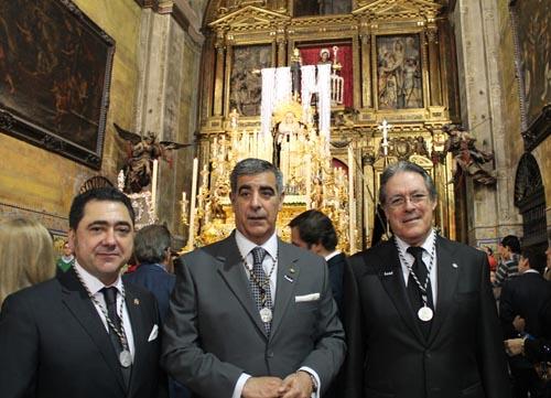 7 José Gavira, diputado de cultos; Ramón Pineda, hermano mayor; e Ignacio Valduérteles, teniente de hermano mayor de la hermandad de la Soledad de San Lorenzo.