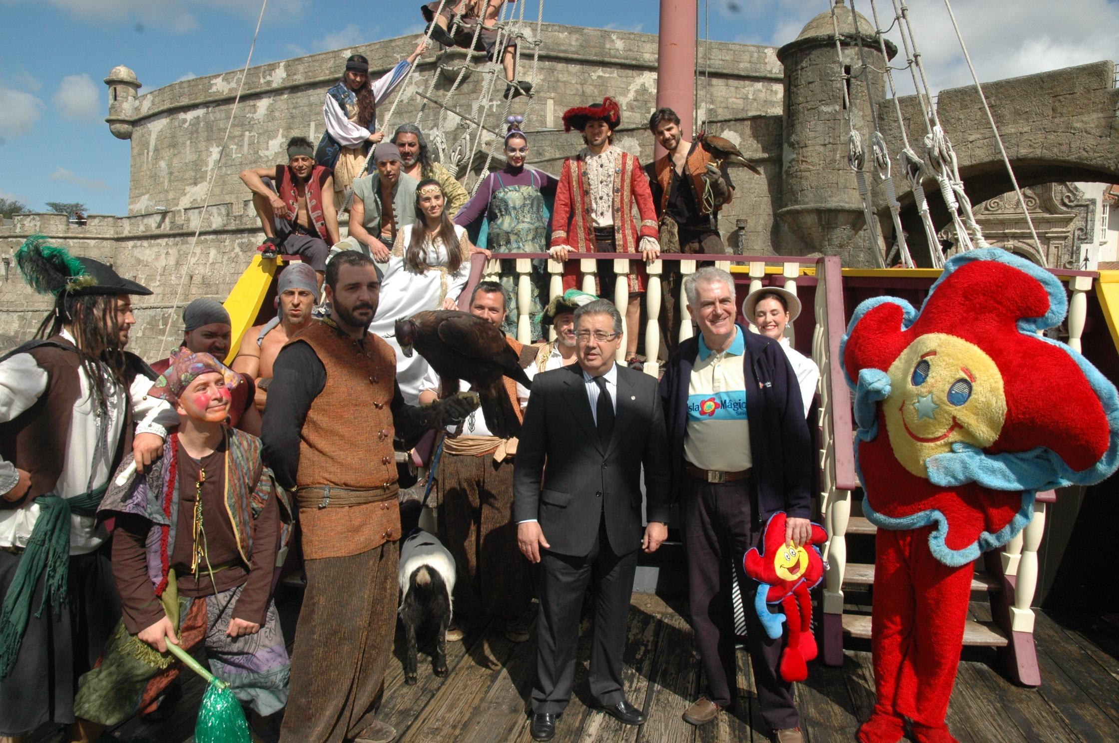 El alcalde de Sevilla ha inaugurado la nueva temporada de Isla Mágica.