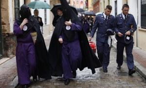 La hermandad de San Bernardo no pudo salir por las previsiones de lluvia. Estefanía González (Atese)