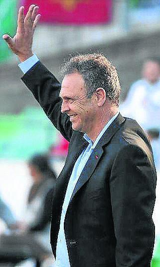 Este es el gesto que Caparrós dedicó al Villamarín la pasada campaña.