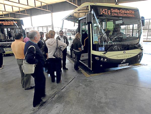 Autobús de la línea M-142B, que a partir del lunes cambiará su horario. / Javier Cuesta