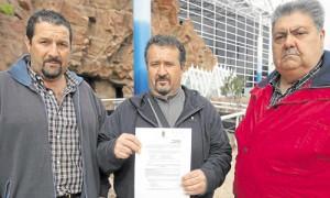 Miguel Vela García, en el centro, junto a su hermano y un amigo. J.M. Espino (Atese)