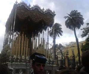 La Virgen de la Angustia en su traslado a su capilla desde el Rectorado este Martes Santo.