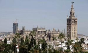 Una vista de la Catedral con la torre Pelli al fondo. / Estefanía González (ATESE)