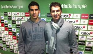 Gonzalo Llerena posa con José Antonio Gordillo el día de su fichaje.