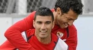 Reyes, con Cicinho. (Kiko Hurtado, Marcamedia)