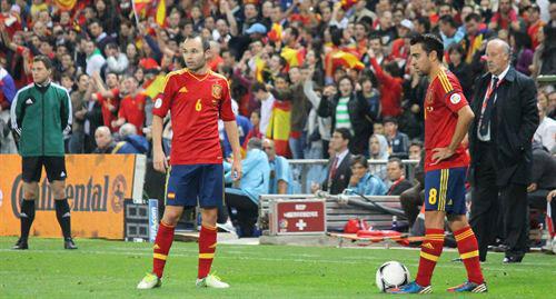 Xavi e Iniesta en un partido de la Selección.