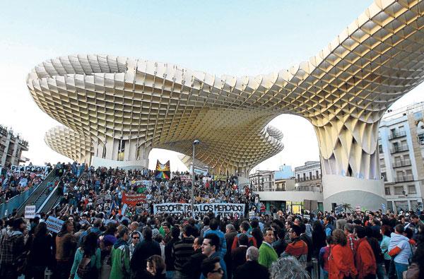Desde su inauguración, las setas han sido punto de arranque y final de muchas manifestaciones de protesta. / J. M. Paisano (Atese)