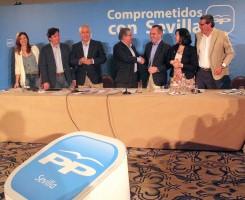 Zoido y Arenas clausuraron ayer la junta directiva del PP de Sevilla.