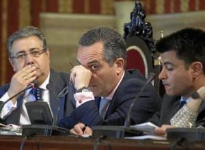 De empleo habló Juan Bueno –en el centro–, mientras que el alcalde guardó silencio.