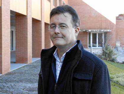 Guillermo Repetto, de la UPO, investiga la verdad sobre la muerte de Pablo Neruda. ELCORREO