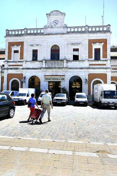 El edificio del antiguo mercado de Puerta de la Carne.. JOSÉ MANUEL CABELLO