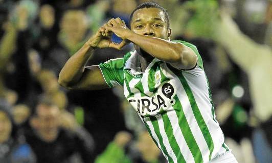 Pabón celebra su primer gol como bético, ante el Málaga / Marcamedia