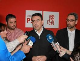 El número dos del PSOE-A, Mario Jiménez, en Ayamonte.