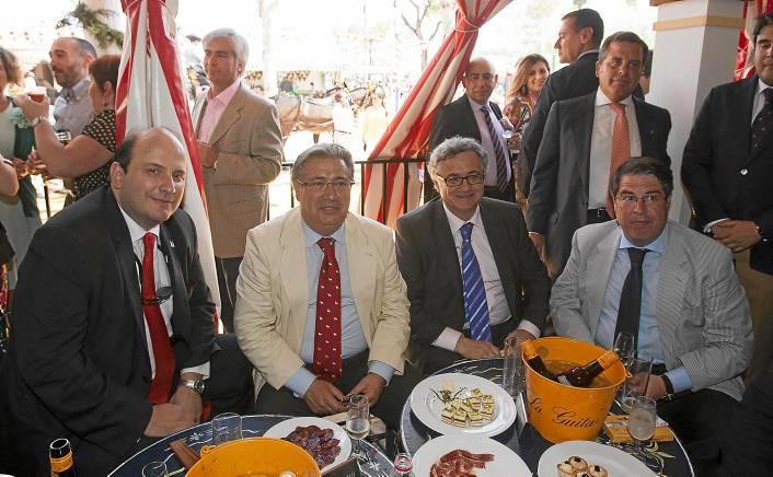 El director general de la Cadena SER, Alejandro Nieto; el alcalde de Sevilla, JuanIgnacioZoido; el director de la Cadena SER enAndalucía, Antonio Yélamo; y el concejal de Turismo, Empleo yFiestas Mayores, Gregorio Serrano. J.M. PAISANO (ATESE)