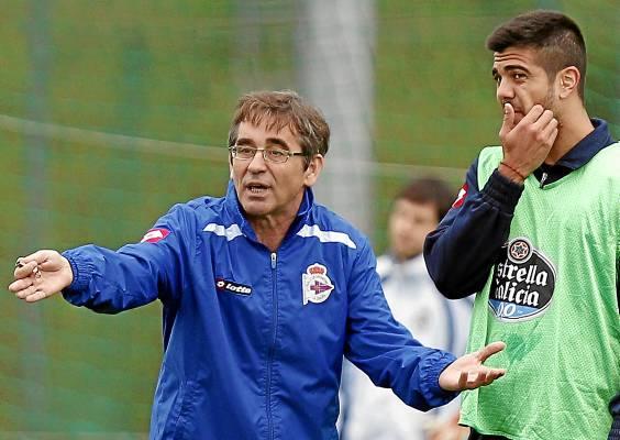 Fernando Vázquez, en un entrenamiento en el Deportivo / Marcamedia