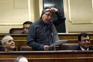 Joan Baldoví (Compromís) se quita la corbata en el Congreso