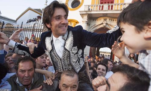 Diego Ventura ha salido por la Puerta del Príncipe de la Maestranza. / J.M. Paisano (ATESE)