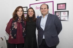 Carmen Esquivias, flanqueada por Marina García y Luis Miguel Aguirre, en la sede de la agencia de publicidad. Marco Furillo