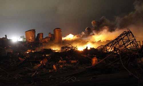 Impresionante incendio en la localidad estadounidense de West. / Reuters
