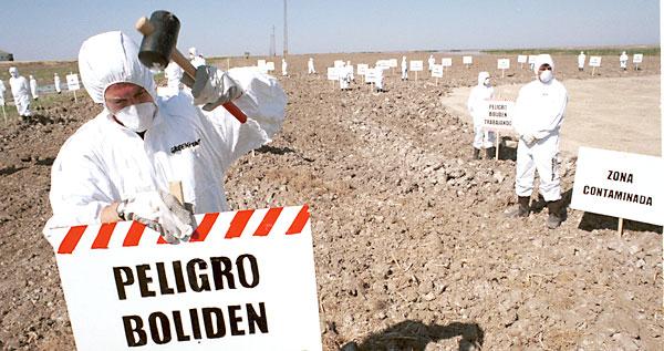 Protesta de ecologistas por el vertido de Boliden Apirsa.