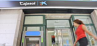 Una oficina de Cajasol. / J. M. Paisano (Atese)