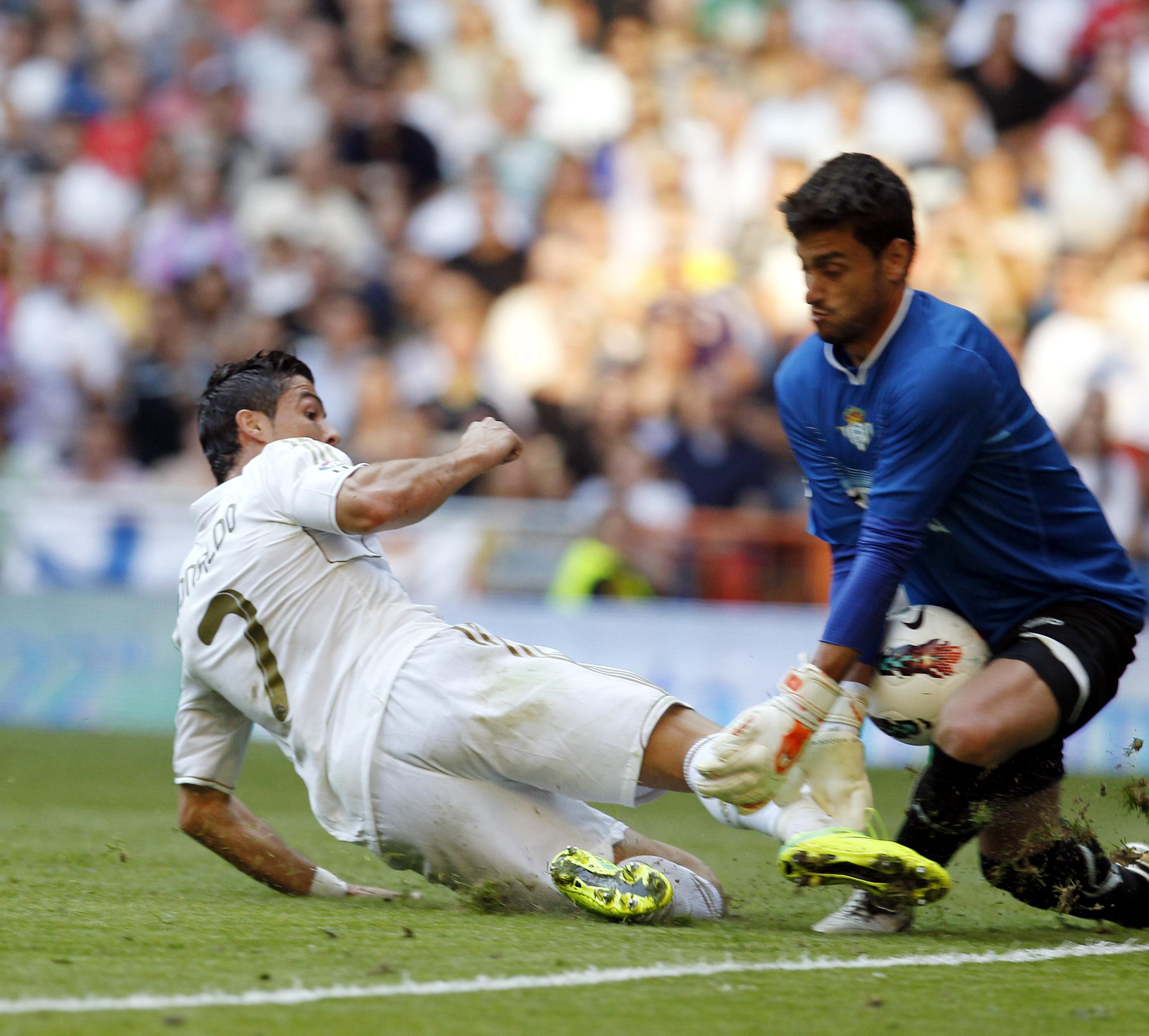 Casto desbarata una ocasión de Cristiano, la temporada pasada / Marcamedia