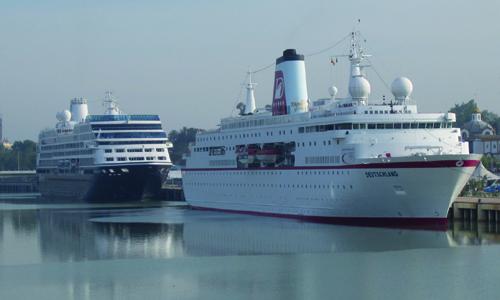 Uno de los cruceros que llegó a Sevilla./ El Correo