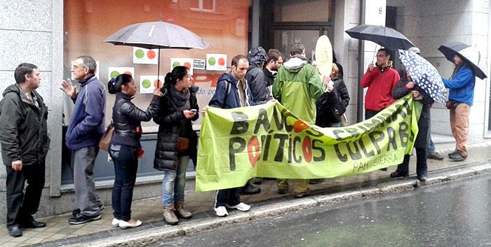 Escrache al PP en Colmenar (Madrid).