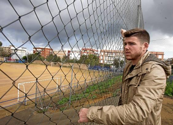 Alberto Moreno, en Hytasa, donde comenzó a jugar. (JM Paisano)
