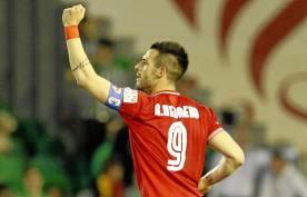 Negredo, celebrando su gol. (Marcamedia)