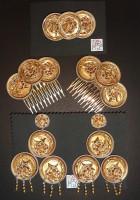 Pendientes de flamenca hechos con cápsulas.