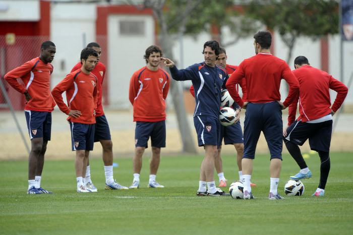 Emery, con sus hombres. (Marcamedia)