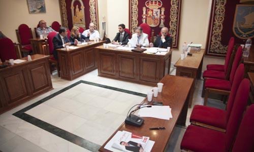El pleno que ha aprobado la moción de censura contra el José Vicente Franco. / J.M.Espino