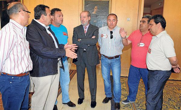 Fernando Rodríguez Villalobos, este martes en la Diputación con el Comité de Empresa de Roca.