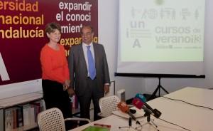 La vicerrectora María García-Doncel y el rector Juan Manuel Suárez Japón.- El Correo