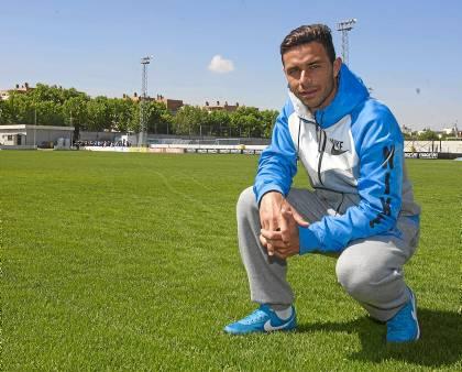 Rubén Castro posa tras el entreno de este miércoles / J.M. Espino (Atese)