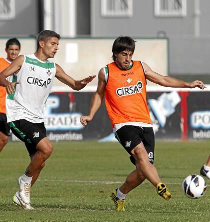 Salva Sevilla no juega desde enero. Beñat puede ser suplente / Marcamedia