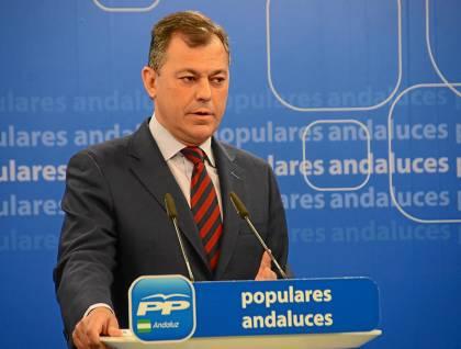 33 El secretario general del PP andaluz, José Luis Sanz, ayer en rueda de prensa.