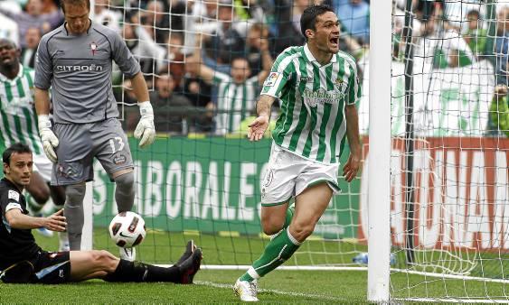 Jorge Molina celebra un gol en el último Betis-Celta / Marcamedia