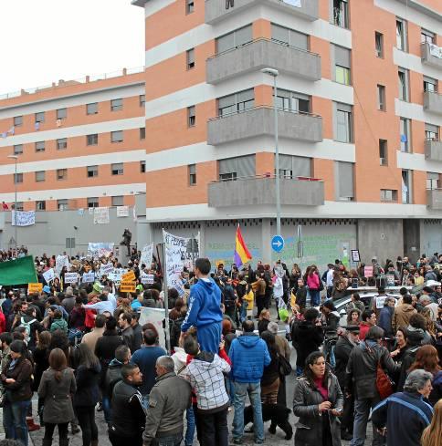 Protesta de Utopía ante el edificio ocupado.