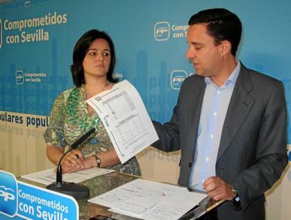 Los diputados del PP Virginia Pérez y Juan de la Rosa.