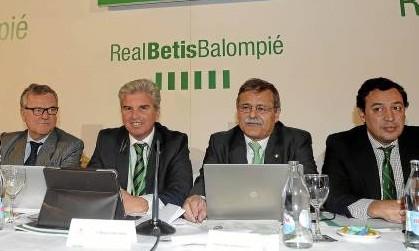 Miguel Guillén y José Antonio Bosch, en la última junta / Marcamedia