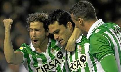 Cañas, Molina y Amaya celebran un gol ante el Málaga / Marcamedia