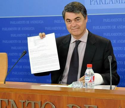 El portavoz del PP-A en el Parlamento andaluz, Carlos Rojas, ayer en rueda de prensa.