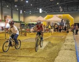 El mundo de la bicicleta (deporte, negocio y diversión) se da cita este fin de semana en Fibes. / J. M. Espino (atese)